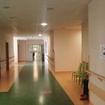 """Jest decyzja Wojewody Łódzkiego w sprawie większej ilości łóżek """"covidowych"""" w Szpitalu Powiatowym w Radomsku"""