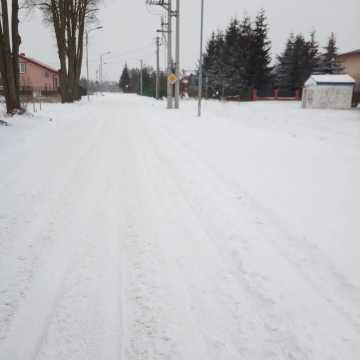 [AKTUALIZACJA] Fatalne warunki na drogach i chodnikach. To dramat – mówią radomszczanie