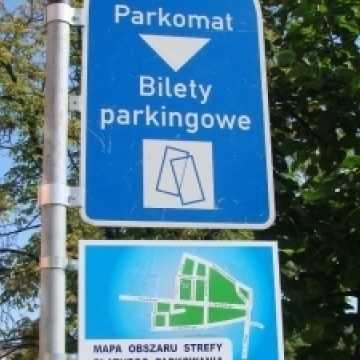 Piotrków Tryb.: zawieszono opłaty w strefie płatnego parkowania