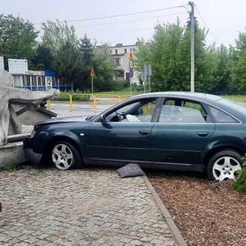 """Kierowca audi wjechał w """"wioślarza"""" przy MDK w Radomsku"""