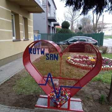 Serce na nakrętki Radomszczańskiego Uniwersytetu Trzeciego Wieku