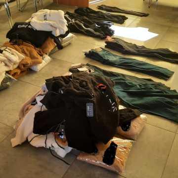 Obywatelka Bułgarii chciała sprzedać na targowisku w Radomsku podrobioną odzież i perfumy znanych marek