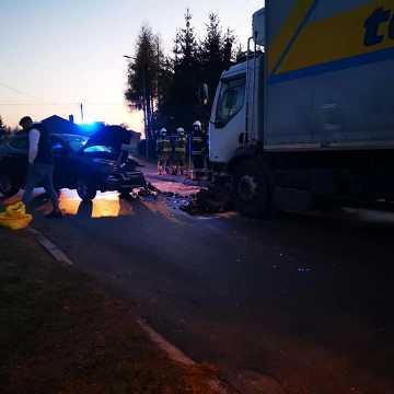 Wypadek w Kamieńsku. 53-latek trafił do szpitala