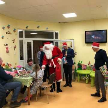 Mikołaj odwiedził dzieci w szpitalu