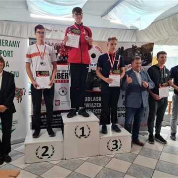 """Zawodnicy """"10-tki"""" Radomsko wystrzelali dwa srebrne medale"""