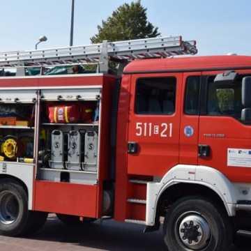 Pożar budynku mieszkalnego w Dobryszycach. Na szczęście nikt nie ucierpiał
