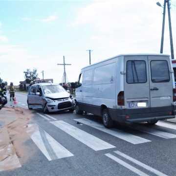 Orzechów: Kolizja trzech pojazdów. Sprawca uciekł... pieszo