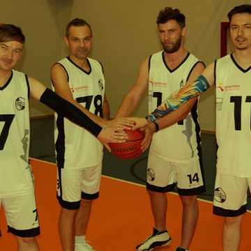 Poznajcie Osiedlowych Koszykarzy, wyjątkową drużynę z Radomska