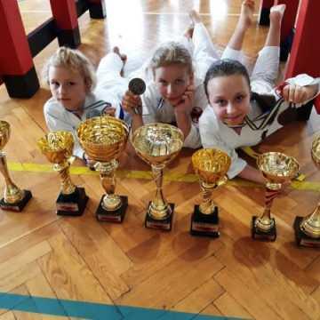 """Medalowe zakończenie sezonu karateków z """"Randori"""""""