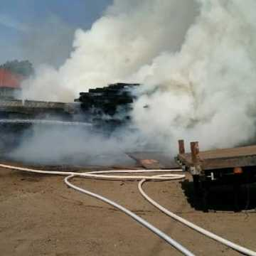 Pożar podkładów kolejowych w Kamieńsku