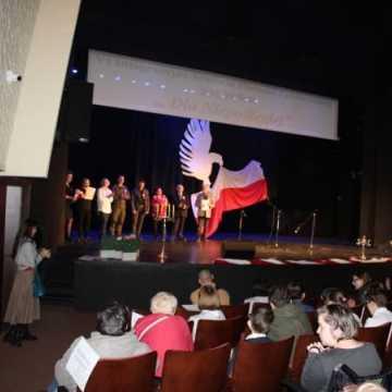 """VI Integracyjny Festiwal Piosenki Patriotycznej """"Dla Niepodległej"""" SOSW w MDK"""