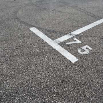 Więcej miejsc parkingowych w Łękińsku