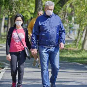 CBOS: Polacy na ogół przestrzegają restrykcji związanych z koronawirusem