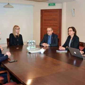 Posłanka Sowińska spotkała się z samorządowcami z Radomska