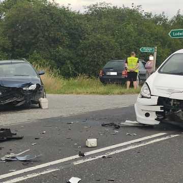 """85-letni kierowca """"lekkiego czterokołowca"""" doprowadził do wypadku. Trzy pojazdy uszkodzone"""