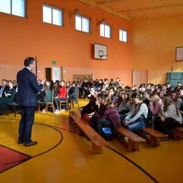 """Spotkanie w I LO w Radomsku z Rafałem Rudnickim w ramach projektu """"Teraz MY"""""""