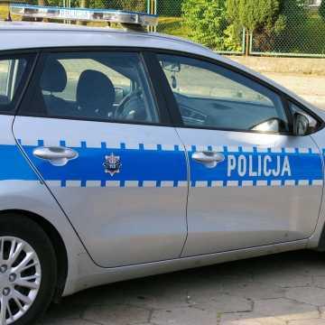 Policjanci pospieszyli z pomocą kobiecie, która utknęła na DK1
