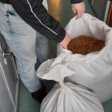 Policjanci zabezpieczyli nielegalny tytoń. Zatrzymano dwie mieszkanki powiatu radomszczańskiego