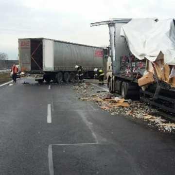 Zderzenie dwóch ciężarówek na DK1