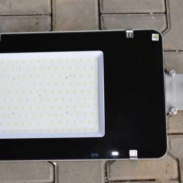 W gminie Kamieńsk montowane jest energooszczędne oświetlenie uliczne