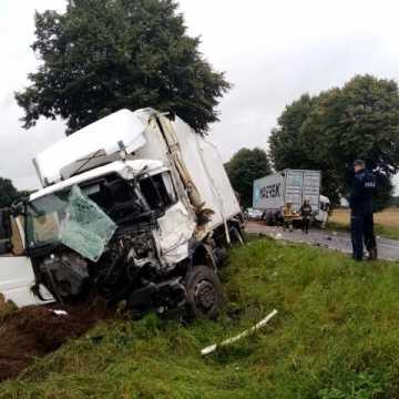 Dwie ciężarówki zderzyły się w Strzelcach Małych. Jedna osoba ranna