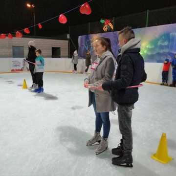 Walentynki na miejskim lodowisku