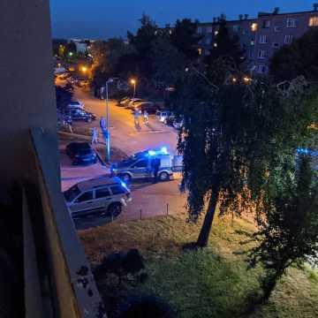 Dachowanie osobówki na drodze osiedlowej w Radomsku