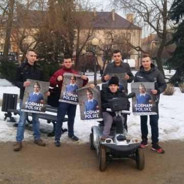 """""""Kocham Polskę"""" – akcja Młodzieży Wszechpolskiej w Radomsku"""
