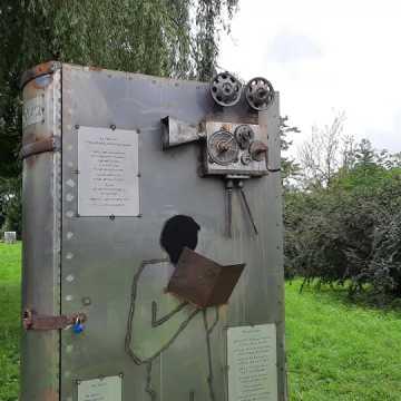 """Rzeźba z projektu """"RaDOMsko Różewicza"""" już stoi"""