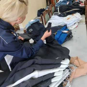 Kobieta sprzedawała podrobione ubrania i buty. Może jej grozić nawet do 5 lat więzienia