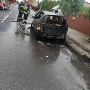 Na ul. Przedborskiej w Radomsku spłonął samochód