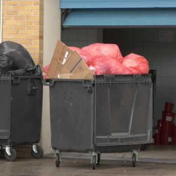 [WIDEO] Niebezpieczne odpady zniknęły spod szpitala w Radomsku