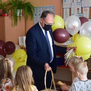 Z okazji Dnia Dziecka prezydent Radomska odwiedził przedszkolaki