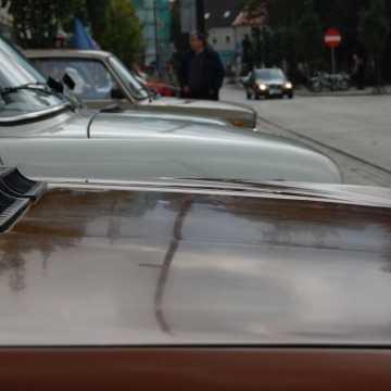 Maluchy, Łady i Cadillaki - wystawa samochodów przed Muzeum Regionalnym w Radomsku