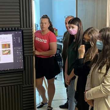"""Uczniowie """"Elektryka"""" i I LO w Radomsku w międzynarodowym projekcie. Będzie film i integracja. Ale najpierw wizyta w redakcji Radomsko24.pl"""