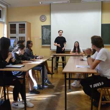 """Uczniowie z I LO wezmą udział w projekcie """"Solidarność. Podaj dalej"""""""