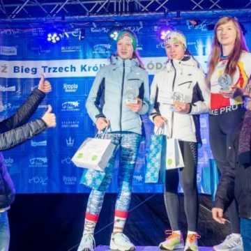 Marta Olczyk na podium 4. Biegu Trzech Króli w Łodzi