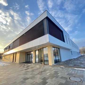 Wykonawca basenu w Radomsku odpiera zarzuty władz miasta. – Zdjęcia magistratu to historia