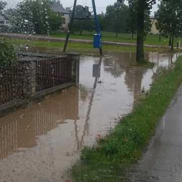 Skutki ulewy nad powiatem radomszczańskim. Interwencje straży