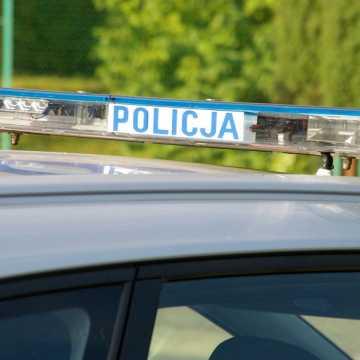 Pijany 60-latek uderzył w zaparkowany samochód