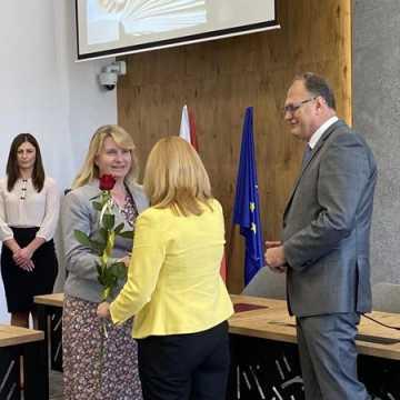 Pracownicy miejskich szkół w Radomsku nagrodzeni