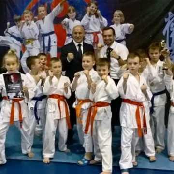 Pięć medali dla karateków z \