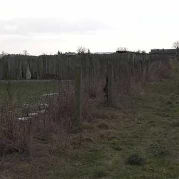 Szczątki zwierząt powieszone na płocie w Kietlinie. Fundacja Viva – stająca w obronie zwierząt była na miejscu