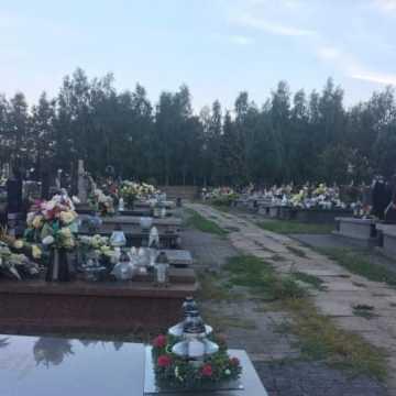 Na cmentarzach obowiązuje nakaz noszenia maseczek