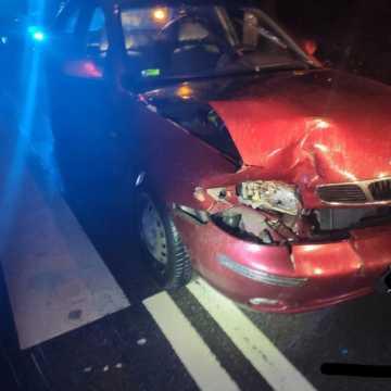 Zatrzymano pijaną 34-latkę w Radomsku, która uszkodziła dwa samochody