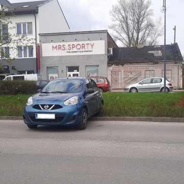 Niecodzienne parkowanie na Al. Jana Pawła II w Radomsku