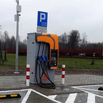 Na S8 uruchomiono stację ładowania pojazdów elektrycznych