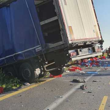 Na DK1 w miejscowości Ruda ciężarówka uderzyła w busa