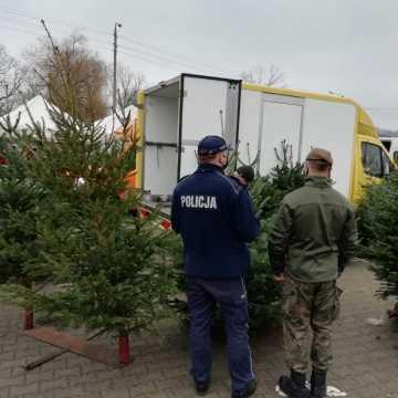 Radomsko: przedświąteczne zakupy pod nadzorem policji i żołnierzy WOT. Dla bezpieczeństwa kupujących