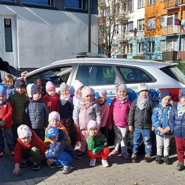 Radomszczańscy policjanci z wizytą u najmłodszych mieszkańców